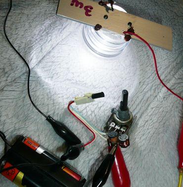 電池一本でLED_実験中.JPG