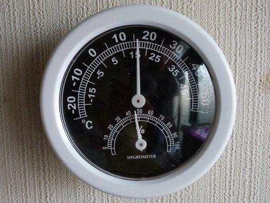 100均の温湿度計.JPG
