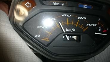 リード100・メーター12vhi.JPG