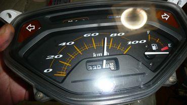 リード100・メーター24vhi.JPG